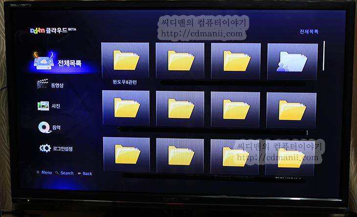 1GHz, 32인치, DAUM TV, Inside, It, TV, VOD, 다음TV, 다음TV 전기세, 다음TV 전력소모, 동영상, 램, 리뷰, 브릴리언츠 다음TV 인사이드 사용기, 블리리언츠, 사용기, 안드로이드, 인사이드, 전력소모, 컨텐츠, 후기브릴리언츠 다음TV 인사이드 사용기 기능편이긴 한데 그전에 글에 기능을 이미 설명한 부분이 있어서 추가적으로 느낀점을 적어보고자 합니다. 포털사이트 다음에서는 많은 컨텐츠를 가지고 있고 이를 효과적으로 보여주기 위해서 블릴리언츠 다음TV 인사이드가 사용되었습니다. 스마트TV라는 분야는 지금은 대기업이 많은 부분을 차지하고 있는데 그부분을 뚫고 들어가기 위해서 컨텐츠가 더 중요하다는 입장에서 시작한 기기이죠. 그리고 가격도 많이 낮췄습니다. 안드로이드 운영체제를 사용함으로써 앞으로의 확장성도 기대해도 될만합니다. 물론 지금 나온 최신기술이 적용된 스마트TV보다는 부족한 면이 있긴 합니다. 처음 봤을 때는 디자인적인 부분에서는 조금 투박한 느낌도 받았구요. 다만 아무리 신기한 스마트TV를 써봐도 실제로 3D 안경을 쓰는 경우는 많지는 않고, 게임을 하고 있는 비율도 많지는 않으니까요. 그보다는 컨텐츠가 좀 더 중요하긴 하죠.  실제로 어린 자녀를 둔 가정의 부모와 이야기를 나눈적이 있는데 낮에 아이들과 놀아줄 수 없을 때 뭔가 보여줄것을 준비하는데 고민이 많다고 했었습니다. 아이들이 볼만한 동영상을 미리 준비하고 폰이나 태블릿에 넣어서 보여주곤 한다고 했는데, 블릴리언츠 다음TV 인사이드에는 아이들만 볼만한 컨텐츠를 모아둔 키즈라는것이 있습니다. TV는 온가족이 함께 보는것이므로 아이들 어른 나이에 상관없이 모두 즐길 수 있어야하죠. 키즈에 들어가서 동영상 전체 재생을 하면 아이들에게 무엇을 보여줘야할지 걱정하는 부분이 많이 줄어들지 않을까 생각이 들었습니다. 그외에도 TED 나 여러가지 주제로 나뉘어진 동영상들도 많이 올려져 있어서 저도 넋을 놓고 계속 보기도 했습니다. 의학 관련된 명인이나 그런 부분도 좋았구요.  그런데 짧은 기간이지만 철저하게 분석해보려고 이것저것 테스트해보다보니 아쉬운점도 분명 있었습니다. 이점은 추후에 장점 단점편에서 알아보죠.