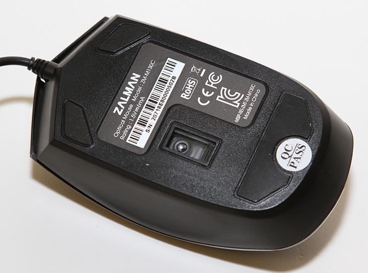 잘만 마우스, ZM-M130C ,사용, 후기,잘만 마우스 ZM-M130C,IT,IT 제품리뷰,조이젠,사용기,후기,잘만테크,잘만 마우스 ZM-M130C 사용 후기를 올려봅니다. 작은 마우스를 원하는 분들에게 괜찮은 마우스가 될 것 같은데요. 마우스만큼 개인 취향이 많이 반영되는 마우스도 없는 것 같습니다. 예전에 어떤 분은 무조건 볼마우스를 써야 재대로 쓰는것같다고 하신분도 있으니까요. 잘만 마우스 ZM-M130C는 보급형 마우스 입니다. 상당히 가격이 저렴한 마우스이죠. 마우스에서도 가격단가라는게 존재하는데요. 물론 좋은 마우스의 스펙이라면 좋은 센서와 기능을 많이 넣은 버튼과 오른손 전용등 특화된 마우스가 있을 것 입니다. 근데 가격을 저렴하게 낮추면 그것을 구현하는데 어려움이 따르죠. 잘만 마우스 ZM-M130C는 특이한 버튼 2개를 넣어두었습니다. 시작버튼과 특별한 기능을 수행하는 펑션버튼 입니다. 이것을 쓰는 방법은 아래에서 설명드리죠.