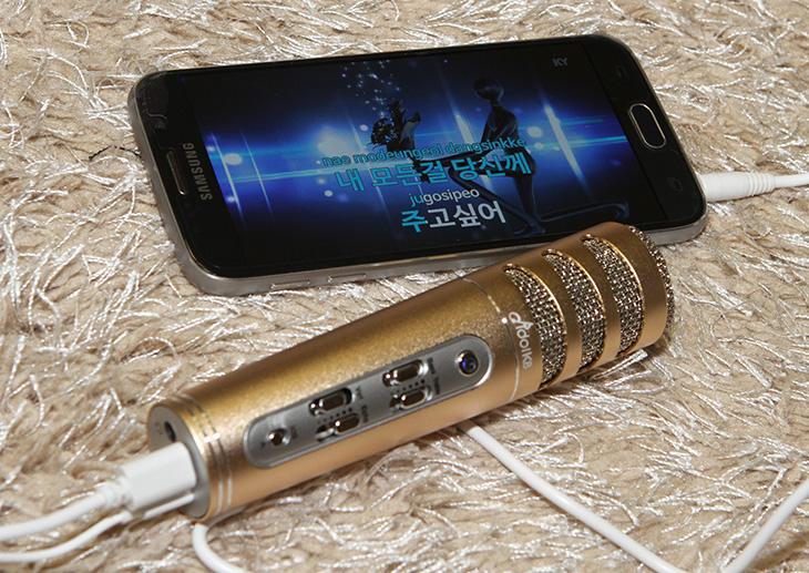 휴대용, 노래방, 마이크, IdolK8 Plus,IT,IT 제품리뷰,직접 사용해보니 정말 재미있네요. 장소에 구애받지 않고 노래방을 만들 수 있습니다. 휴대용 노래방 마이크 IdolK8 Plus를 사용해 봤는데요. 노래방에서 노래부르면 괜히 더 잘 부르는 것 같은 착각을 받게 만드는데요. 그런 마법적인 힘이 있는 마이크 였습니다. 목소리가 울리는 에코 기능이 있어서 인데요. 휴대용 노래방 마이크 IdolK8 Plus는 간단히 스마트폰이나 노트북 등과 연결해서 바로 사용이 가능 합니다.