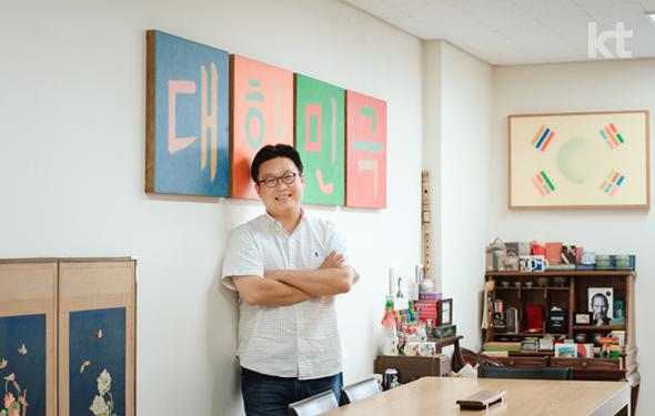 개인 사무실에서 촬영한 서경덕 교수