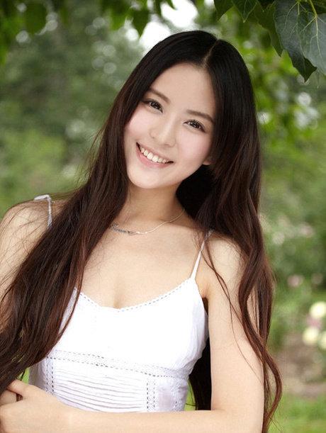 중국여자를 보고 이쁘다고 느낀건 처음이다. 일본 여자 느낌?