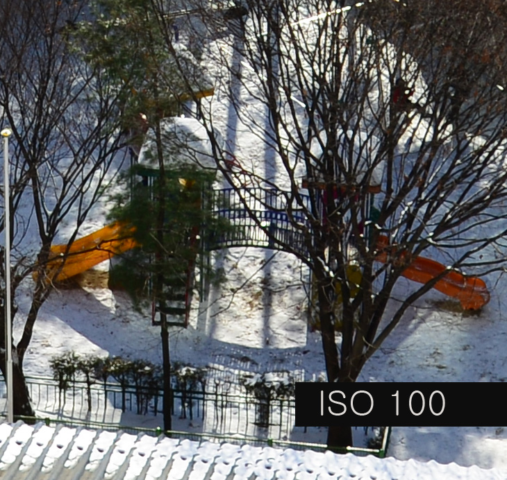 니콘 D800 ISO, 니콘 D800, 니콘 D800 샘플 이미지, 샘플, 사진, IT, 카메라, 니콘 D800 ISO 이미지 샘플 테스트를 해봤는데요. 1:1 이미지 센서가 사용되어서 감도별로 노이즈 느낌은 나름 괜찮았습니다. ISO 6400까지도 나름 쓸만하다는 기종이니까요. 제가 테스트 해봤을 때에는 원거리 낮 촬영시 셔터스피드 확보를 위해서 니콘 D800 ISO를 올렸을 때 ISO 3200까지도 나름 괜찮더군요. 물론 노이즈는 있습니다만 흔들리는 이미지를 찍는것보다는 나으므로 셔터스피드 확보 차원에서 괜찮았다는 것이죠. 그리고 웹에서 사용하기로는 너무 충분했습니다. 빛이 충분한 상태에서 ISO 100으로 촬영한 이미지는 음영이 드리워진 부분도 상당히 부드럽고 깨끗하더군요. 야간 촬영시에도 상용 ISO 감도가 높아서 좀 더 자유로운 부분은 있었지만 노이즈 리덕션은 필요했습니다. 이번시간에는 간단한 사진 샘플 및 해상력 그리고 ISO 감도별 노이즈를 간단하게 살펴보도록 하겠습니다. 다음 글에서는 좀 더 자세한 벤치마크를 해보도록 하죠.