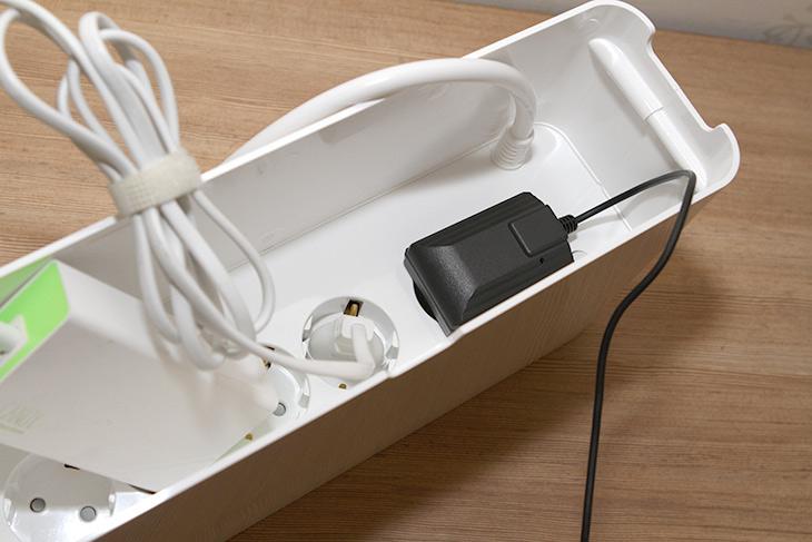 에이블루 ,박스탭, USB충전형, 멀티탭, 선정리,IT,IT 제품리뷰,스마트기기들은 자주 충전을 해야합니다. 그래서 머리탭을 멀리할 수가 없는데요. 에이블루 박스탭 USB충전형 멀티탭 선정리를 해보도록 하겠습니다. 멀티탭에 여러가지 기기들을 연결하다보면 선이 복잡해지고 난잡해지죠. 그런데 요즘은 박스형 멀티탭이 유행입니다. 멀티탭을 박스안에 넣는 형태로 일체형으로 만들어서 선도 같이 수납하는 형태이죠. 에이블루 박스탭 USB충전형은 5개의 장치를 전면에 있는 스위치로 개별적으로 끄고 켜는게 가능합니다. 물론 통째로 끄는것도 가능하죠. 그러면서도 디자인이 괜찮습니다.