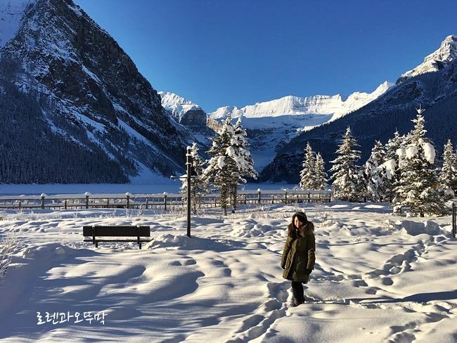 눈덮인 12월의 겨울 레이크루이스(lake louise)