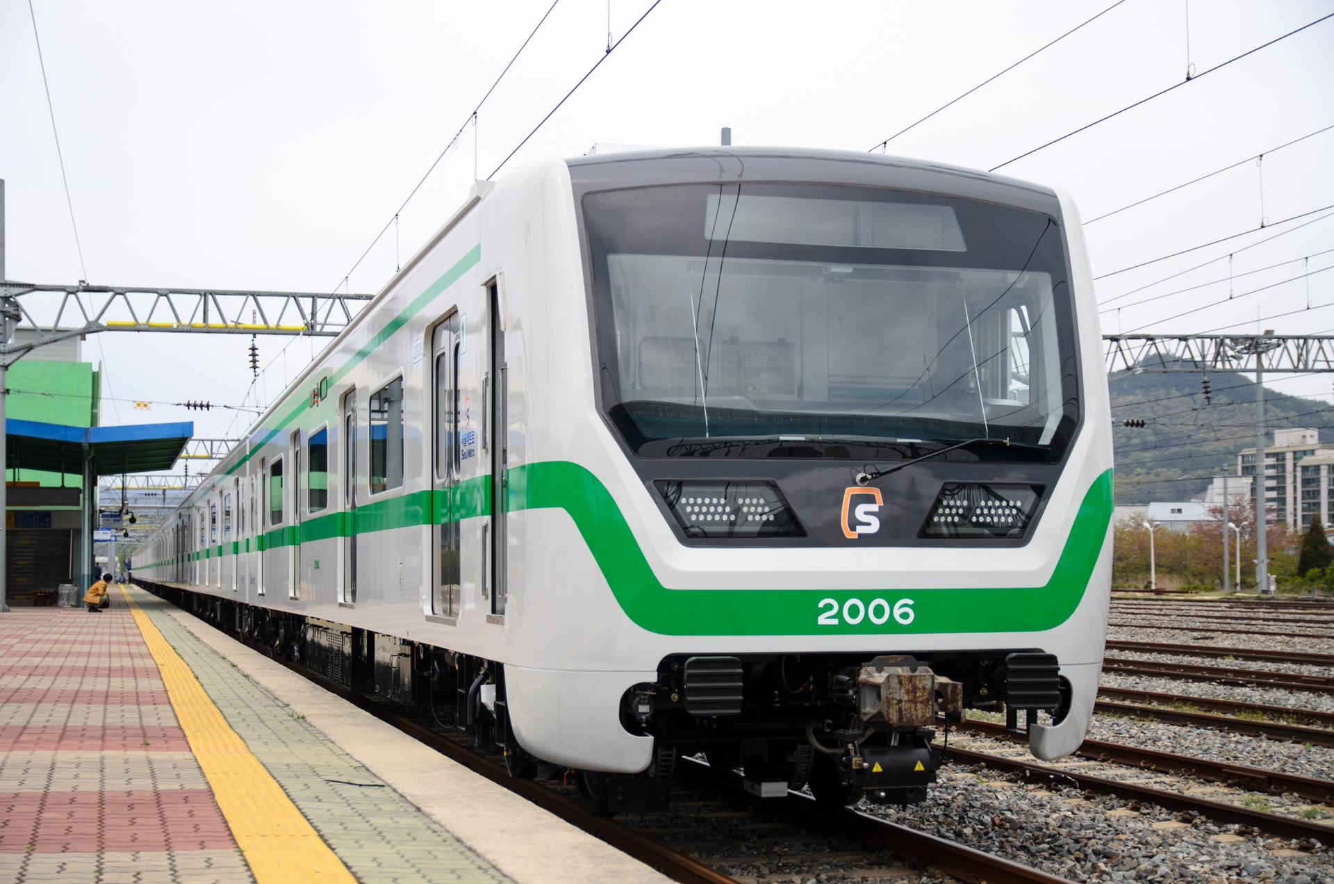 서울지하철 2호선의 새로운 열차의 반입...