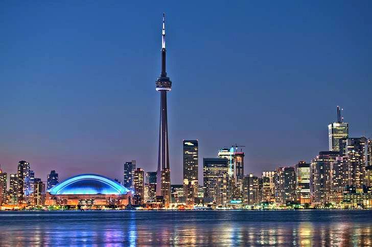 토론토 랜드마트 CN 타워입니다
