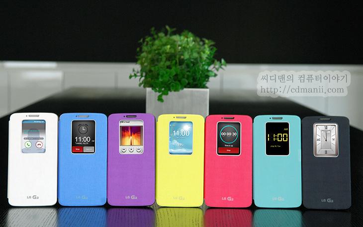 옵티머스 G2 퀵윈도우 커버, 옵티머스 G2, LG 옵티머스 G2, 프리미엄 케이스, 디자인, 위젯, 부재중전화, 전화, IT, 모바일, LG, 옵티머스 G, 퀵윈도 케이스, 퀵윈도케이스, 퀵윈도우케이스, 퀵윈도우커버,옵티머스 G2 퀵윈도우 커버가 발표가 되었군요. 이전 스마트폰들은 커버를 완전히 덮는 디자인이었다면 삼성에서는 S뷰커버를 내어놓아서 화면을 일부분 볼 수 있고 전화를 받거나 제어를 할 수 있도록 했는데요. LG 옵티머스 G2 퀵윈도우 커버는 윈도우라는 이름에 맞게 조금 넓게 열려 있어서 전화를 받거나 끄는것은 물론 뮤직,시계,알람,날씨,전화/수신을 모두 할 수 있도록 했습니다. 옵티머스 G2 퀵윈도우 커버 덕분에 시간을 보거나 날씨를 확인하거나 음악을 듣는정도로는 이제 커버를 열지 않아도 될듯하네요. 실제로도 전화 받기나 미확인 메시지를 확인하는것 외에 더 많은 작업을 할 수 없느냐는 물음이 있었는데 옵티머스 G2에서는 퀵윈도우 커버를 통해서 이게 실현이 되버렸네요.  전화가 왔을 때에는 그냥 전화가 온것을 알리고 통화 버튼이 뜨는게 아니라 누구에게 왔는지 그 사람의 프로필정보가 있다면 사진도 뜹니다. 좀 더 편하게 누구에게 전화왔는지 바로 알아차릴 수 있겠죠. 날씨를 확인하도록 해두면 날씨 위젯도 바로 뜹니다. 디지털 시계와 아날로그 시계도 표현할 수 있으며 음악의 경우에도 음악 위젯을 통해서 조금 더 화려한 모양의 윈도우를 볼 수 있습니다. 개인적으로는 전화가 왔을 때 누구에게 왔는지 좀 더 편하게 알아볼 수 있게 뜨는건 잘한것같네요. 가장 많이 쓰일듯 하구요.