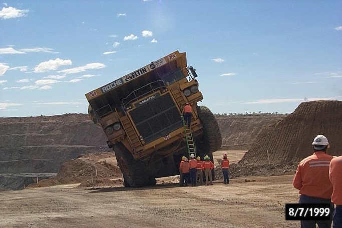 세계에서 가장 거대한 덤프트럭 - 사고 3