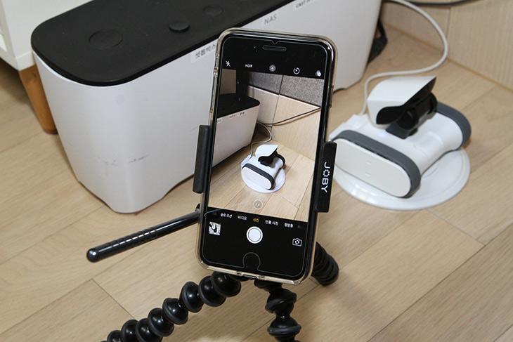 조비 ,그립타이트 프로 ,비디오 고릴라포드 ,스탠드, 스마트폰 삼각대,IT,IT 제품리뷰,방송,촬영,스마트폰 거치대,스마트폰으로 영상을 만드는 분들에게 좋습니다. 아주 부드럽네요. 조비 그립타이트 프로 비디오 고릴라포드 스탠드 스마트폰 삼각대를 소개 합니다. 이름이 좀 거창한데요. 조비 그립타이트 프로 비디오 고릴라포드 스탠드는 작은 삼각대이지만 스마트폰을 이리저리 조정을 좀 쉽게 도와주는 도구 입니다. 캠코더로 영상을 만들더라도 서브 카메라로 스마트폰을 이용하는 경우가 있는데요. 그럴 때 이용하면 무척 편리하게 이용할 수 있습니다.