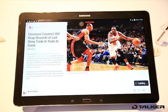 CES 2014에서 공개된 삼성전자 갤럭시 노트 프로(GALAXY Note Pro)에서 웹페이지 정보를 로딩하는 모습