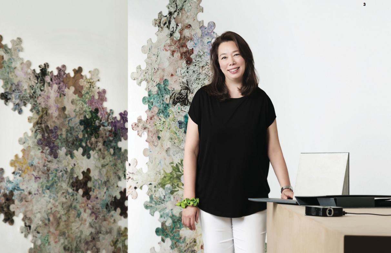 3. 영국인 아버지와 한국인 어머니 사이에서 태어난 로렌시나 화란트-리 대표. 어릴 적부터 홍콩, 일본, 미국, 스위스, 영국 등 각국에서 학생 시절을 보내다 서울대 미학과를 졸업 후 지금의 로렌스 제프리스를 설립했다.