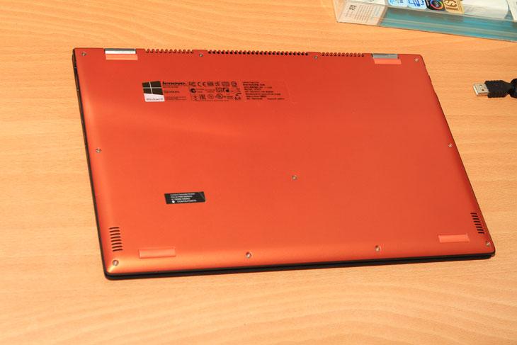 레노버 요가 프로 2, 레노버 프로2, 컨버터블 노트북, 레노버 요가 2 프로, 레노버, lenovo, Yoga2 PRO13, i5, i7, 포토샵, 베가스, IT, 레노버 요가 2 프로 후기를 올려봅니다. lenovo Yoga2 PRO13를 들고 대만 타이페이에 다녀왔었는데요. 기존에 쓰던 노트북보다는 가볍고 성능이 좋아서 유용하게 활용했습니다. 컨버터블 노트북으로 화면을 접어서 태블릿처럼도 쓸 수 있고 한데요. 레노버 요가 2 프로 후기 적으려고 실제로 열심히 써봤습니다. 기존에 쓰던 노트북에서 포토샵과 베가스를 옮겨서 설치하고 필요한 소프트웨어를 설치해봤습니다. 윈도우8.1은 고해상도 UI를 지원하는데요. 레노버 요가 2 프로가 QHD+ 해상도를 지원합니다. 좀 더 높은 해상도인 이유로 사진 작업시에도 좀 더 퀄리티 높은 작업이 가능한데요.  다만 너무 구형 소프트웨어 경우 화면이 너무 작게 표현되거나 크게 나올 수 는 있습니다. 이것은 시간이 지나면 해결될 일이긴 하구요. 노트북이 터치가 되는 이유로 저는 좀 더 편하더군요. 터치패드를 써서 좁은 영역을 클릭하는것보다 손가락으로 화면을 터치하는게 더 편했긴 때문입니다. 화면이 접히는 이유로 지하철에서 접어서 태블릿 처럼 쓰기에도 나쁘지 않더군요. 크기는 좀 크지만 태블릿처럼 사용은 가능 했습니다. 그럼 실제로 써보면서 느낌 장점 단점에 대해서 알아보도록 하겠습니다.