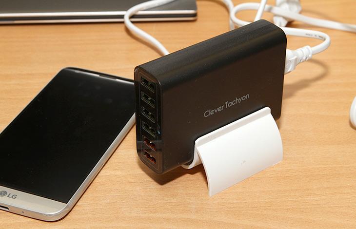 USB 멀티충전기, 클레버 60W ,퀵차지 2.0 ,지원, LG G5,IT,IT 제품리뷰,클레버,멀티충전기,최신 스마트폰들은 배터리 용량이 점점 커지고 충전 속도도 점점 빨라지고 있습니다. 고속충전을 지원하기 때문이죠. USB 멀티충전기 클레버 60W는 퀵차지 2.0 을 지원 합니다. 덕분에 LG G5 충전을 좀 더 빠르게 할 수 있었습니다. 결론적으로는 9V 의 고속 충전을 지원합니다. 그런데 실제로 사용해보니 몇가지 새롭게 알아낸 사실이 있습니다. USB 멀티충전기 클레버 60W를 이용해서 충전 시 케이블도 중요하더군요. 9V 충전에 한해서 그렇더군요.