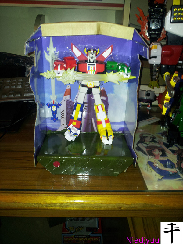 Mattel Voltron-SDCC Edition-Inner box with background Altair Castle