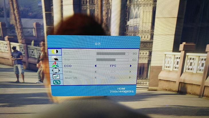 27인치 QHD 모니터, SubGear, AD-2701Q, IPS ,DP,27인치 ,QHD ,모니터,IT,IT 제품리뷰,풀 메탈 바디 그리고 잘 나가는 사이즈에 괜찮은 해상도 제품을 소개 합니다. 실제로 봤을 때 디자인에 놀랐는데요. 27인치 QHD 모니터 SubGear AD-2701Q IPS DP 입니다. 메탈 프레임을 사용하고 받침대나 지지대 부분까지 모두 금속을 사용한 상당히 세련된 디자인의 제품 입니다. 게다가 DP, HDMI, DVI 를 모두 사용할 수 있는 모니터로 어떤 장치와도 연결이 가능합니다. 27인치 QHD 모니터 중에서 상당히 인상깊었던 제품 중 하나인데요. 실제로 사용해본 느낌은 어떤지 살펴보도록 하죠.