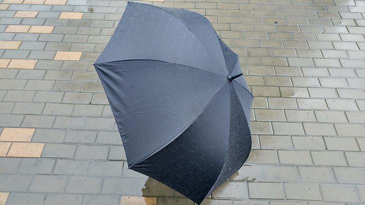 레그넷 우산 ,장점, 단점, 실사용 ,후, 느낀점, 구매시 ,참고점,IT,인테리어,비가 계속 올것으로 일기예보가 나왔는데요. 이럴 때 많이 보는게 좋은 우산 입니다. 레그넷 우산 장점 단점 실사용 후 느낀점을 적어보려고 하는데요. 거꾸로 쓰는 우산으로 유명해진 특허받은 우산 입니다. 구매시 참고점도 제가 설명드리도록 하죠. 거꾸로 쓰는 우산의 장점은 우산을 접을 때 뒤로 접히기 때문에 비를 맞은 뒤 젖은 우산을 안만져도 됩니다. 레그넷 우산 단점으로는 이 접히는 부분때문에 몇가지 주의해야할 점이 생기는데요.