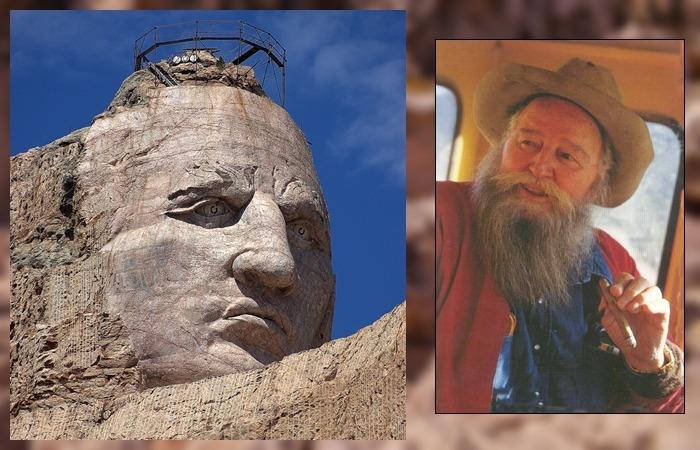 사진: 러시모어산에서 조금 떨어진 곳에는 지올코브스키가 조각한 크레이지 호스의 조각상이 있다. 그는 리틀 빅혼 전투의 영웅이다. [블랙힐스의 크레이지 호스 조각상]