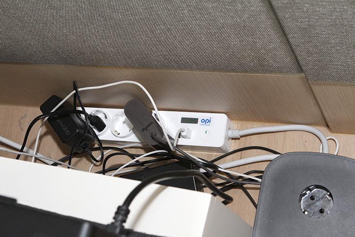 파워매니저 ,스마트멀티탭, 대기전력 측정 멀티탭, PM-M130-A,IT,IT 제품리뷰,전기요금,전기요금을 낮추려면 먼저 알아야 합니다. 얼마나 전력을 쓰고 있는지요. 파워매니저 스마트멀티탭 대기전력 측정 멀티탭 PM-M130-A를 소개 합니다. 일반적인 멀티탭 처럼 생겼습니다. USB 단자도 있구요. 근데 실시간 전력측정을 할 수 있는 기능이 붙어있습니다. 파워매니저 스마트멀티탭 PM-M130-A는 멀티탭에서 바로 필요하지 않은 기능은 빼고 기존에 측정기에 멀티탭을 합친 형태의 효율적인 제품 입니다. 가격도 상당히 저렴한 편으로 일반 멀티탭과 큰 차이가 없습니다.