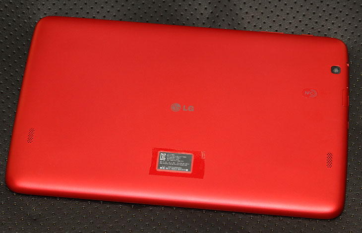 LG, G패드 10.1 롤리팝 업그레이드, 후기, Q페어, 프리미엄 UX,G패드,지패드,G Pad,G Pad 10.1,IT,IT 제품리뷰,후기,사용기,업그레이드,LG G패드 10.1 롤리팝 업그레이드 후기를 올려봅니다. 최근에 업그레이드가 가능하도록 풀렸는데요. 업그레이드는 쉽게 가능 합니다. Lollipop 최신 운영체제를 설치해보니 기존에 가지고 있던 프리미엄 UX를 좀 더 부드럽게 사용할 수 있는 느낌이었습니다. LG G패드 10.1 롤리팝 업그레이드가 된 뒤에 인터페이스 부분이 좀 변경이 되었습니다. 크게 느끼는 부분은 아래부분에 창전환 버튼이나 홈버튼 뒤로가기 버튼의 모양이 변경되었습니다. 버전이 올라가면서 오히려 버튼이 플랫해진 느낌으로 가고 있는데요. 좀 더 단순해지고 사용이 편리한 부분을 버튼으로 어필하는 것 같습니다. LG G패드 10.1 롤리팝 업그레이드는 업데이트 센터에서 쉽게 업그레이드 가능 합니다. 설정부분에는 메뉴가 없고 앱 더보기의 업그레이드 센터에서만 업그레이드가 가능합니다.물론 업그레이드 방법은 PC를 이용한 방법도 있는데요. 굳이 그럴 필요없이 WiFi가 연결된 상태에서 쉽게 업그레이드가 가능합니다. 제가 소개해드릴 기능들은 업그레이드 후 변화된 점들과 원래 가지고 있던 노크온, 노크코드, Q페어, SNS 알림, 듀얼 윈도우, 카메라 터치앤샷 등의 기능들을 설명드릴려고 합니다. 물론 사진 설명외에 맨 아래에서 영상으로도 설명을 볼 수 있으니 참고하세요.