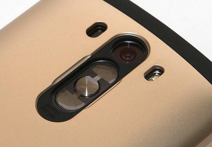 LG G3 케이스, 슈피겐 슬림 아머 후기, 슈피겐 슬림 아머, LG G3, G3 케이스, IT, 케이스, 악세서리, 2중구조,LG G3 케이스 슈피겐 슬림 아머 후기를 올려봅니다. 많은 분들이 관심을 많이 갖는 스마트폰 중 하나가 이 제품인데요. 그 때문에 악세서리에도 사용자들이 관심이 많습니다. 이런 부분에서 많이 앞서서 괜찮은 제품을 많이 내어놓고 있는 슈피겐인데요. LG G3 케이스 슈피겐 슬림 아머가 꽤 괜찮았습니다. 케이스는 하드타입의 케이스와 조금은 말랑한 재질의 2중 구조로 되어있습니다. LG G3 자체가 화면은 좀 크지만 그립감은 그렇게 나쁜편은 아닌데요. 슬림 아머 케이스를 입히면 부피가 좀 커집니다. 좀 무거워지구요. 슬림 아머는 2중구로로 제품을 최대한 보호하면서도 비교적 얇은 크기로 되어있습니다. 즉 조금 더 부피는 커지는것은 사실이지만 충격에 매우 강해져서 조금은 더 안심하고 들고다닐 수 있다는 것 입니다. 케이스 없이 사용하다가 떨어뜨려서 화면이 깨진상태로 사용하는 사람을 많이 봤을텐데요. 미리 케이스를 좋은것을 사용하면 폰이 깨지는것을 미연에 방지할 수 있습니다.