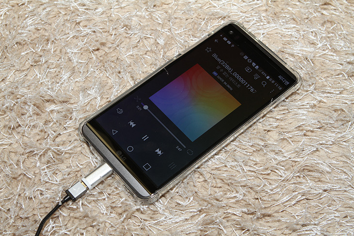 오디오웍스, 마이크로 5핀, DAC 내장, 이어폰 ,AW-M100,IT,IT 제품리뷰,구형 스마트폰을 사용하는 분들에게 더 좋은 제품인데요. 성능을 올릴 수 있습니다. 오디오웍스 마이크로 5핀 DAC 내장 이어폰 AW-M100을 소개 합니다. LG V20 같은 경우 스마트폰 자체에 쿼드DAC까지 넣었는데요. 물론 아예 없는 제품들도 많이 있죠. 사운드가 작아서 걱정이거나 뭔가 더 좋은 음질을 필요로 한다면. 오디오웍스 마이크로 5핀 DAC 내장 이어폰 AW-M100을 써보도록 합시다. 참고로 호환성은 미리 체크 해야 합니다.