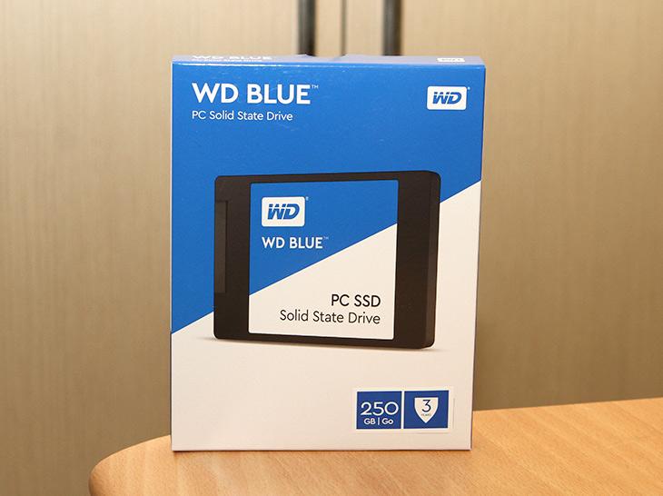 WD Blue SSD, 250GB, 성능 ,벤치마크 ,SSD, 추천,IT,IT 제품리뷰,WD 하드디스크는 블루 그린 블랙 이런 컬러로 용도를 나눴는데요. WD Blue SSD 250GB는 SSD에도 이런 분류를 해버린 첫작품 입니다. 성능 벤치마크를 저도 해 봤는데요. WD에서는 샌디스크 HGST를 인수 합병하면서 이제는 모두 다 하게 되었습니다. WD Blue SSD 250GB 외에 그린 제품도 준비가 되어있는데요. WD는 HDD 부문 세계 점유율 1위에서 이번에는 SSD까지 포함하여 스토리지 1위 업체가 되었습니다.