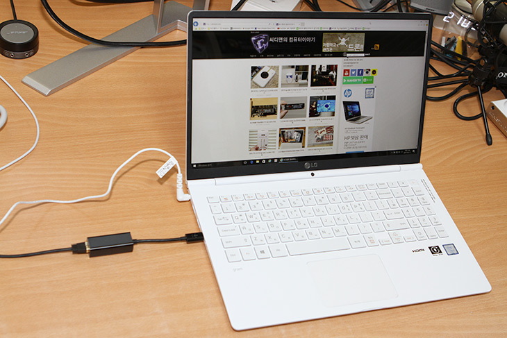 USB C, 랜카드 ,벨킨 ,USB-C ,기가비트, 어댑터, 1000Mbps ,속도,IT,IT 제품리뷰,랜포트가 없는 노트북에 유용합니다. 그리고 USB A 단자도 아낄 수 있는데요. USB C 랜카드 벨킨 USB-C 기가비트 어댑터 1000Mbp 속도에 대해서 알아보도록 하겠습니다. 올웨이즈 노트북과 올데이그램에서 쓸만한 어댑터 인데요. USB C 랜카드 벨킨 USB-C 기가비트 어댑터를 쓰면 무선환경을 이용하지 못하는 곳에서 랜프토가 없는 노트북에 랜포트를 만들어 쓸 수 있습니다. 물론 속도 자체도 무선보다는 유선이 무조건 빠르기 때문에 빠르게 이용이 가능하죠.