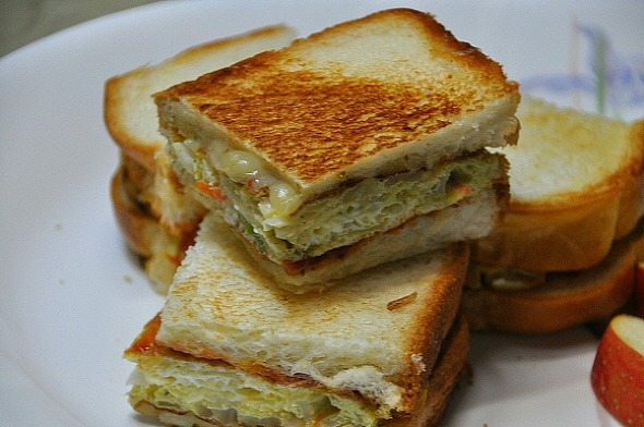 뜨겁게 먹으면 더 맛있는 달걀 채소 샌드위치(길표 샌드위치)