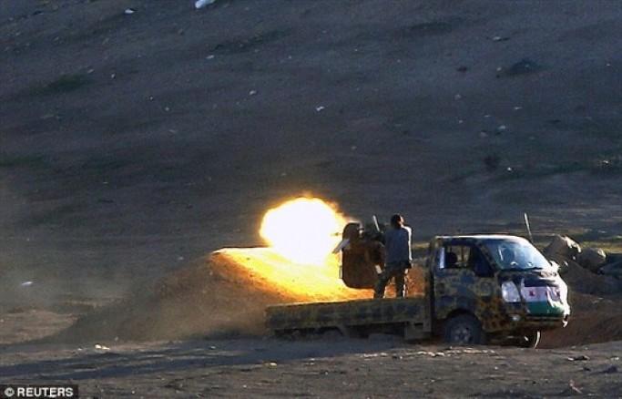 중동의 전장을 휘젓고 다니는 국산 1톤트럭의 위용18
