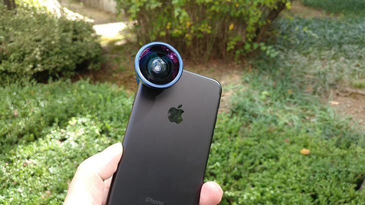 아이폰7 ,카메라, 화각, 넓히기, 엘라고, 셀피, 렌즈,elago selfie lens,IT,IT 제품리뷰,컨버터 렌즈는 잘 이용하면 꽤 유용한데요. 원하는 화각을 얻을 수 있습니다. 아이폰7 카메라 화각 넓히기 엘라고 셀피 렌즈를 이용하는 방법을 알아보려고 합니다. 플러스 제품은 와이드 화각 카메라가 있으니 문제가 없겠지만 일반 화각을 가진 이 제품은 Elago SELFIE LENS를 쓸 수 있는데요. 아이폰7 카메라 화각 넓히기 위해서 엘라고 셀피 렌즈를 꼭 쓰진 않아도 됩니다. 아이패드나 이전 아이폰 들도 모두 적용 됩니다.