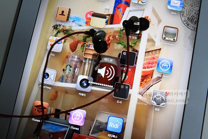 아토믹 플로이드 파워잭스, ATOMIC Floyd PowerJax+Remote, A/S, Atomic Floyd superDarts, Atomic Floyd superDarts +Remote, A급, It, 강력한, 고가형, 고급, 고음, 교체, 금속, 네오디늄, 리뷰, 메탈, 무산소케이블, 사용기, 사운드, 사운드카드, 아이유, 아이폰, 아토믹 플로이드, 음악, 이루마, 이어폰, 자석, 저음, 제품, 중음, 커널형, 품질, 품질보증서, 풍부한, 후기,아토믹 플로이드 파워잭스 리모트 ATOMIC FLOYD PowerJax + Remote는 이번에 나온 신제품으로 붉은색의 케이블, 금속의 하우징 검은색과 붉은색의 조화를 잘 갖춘 고급 이어폰입니다. 리모트가 있는 부분때문에 아토믹 플로이드 파워잭스 리모트는 애플제품에 최적화가 되어있습니다. 최작화의 의미는 리모트가 아이폰이나 아이팟터치, 아이패드에서만 정상적으로 모두 동작하기 때문입니다. 물론 안드로이드 스마트폰에서도 써도 됩니다. 그런데 재생은 되는데 볼륨 조정은 안됩니다. 물론 음악을 듣는 용도로만 사용하는데 있어서는 어느곳에 사용하여도 훌륭 합니다.