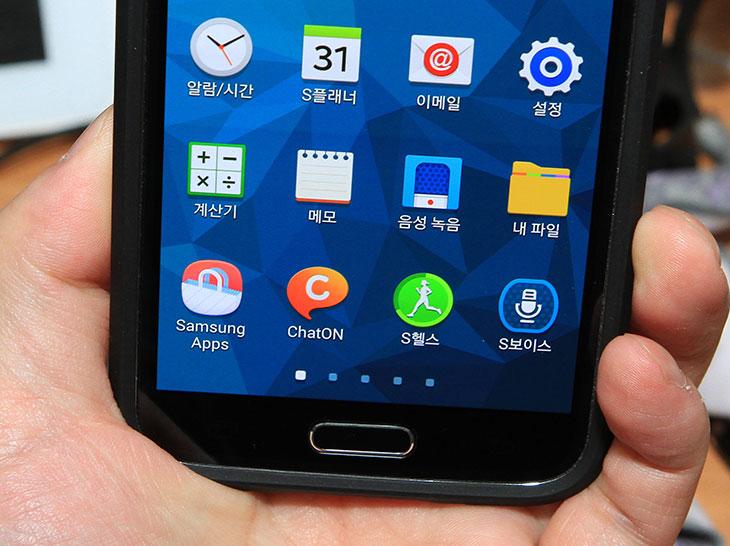 갤럭시S5 기프트, 갤럭시S5 이벤트, 갤럭시S5, 삼성 앱스, 프리미엄 앱 서비스, 갤럭시S5 프리미엄 앱 서비스,  갤럭시S5 기프트를 이용해봤습니다. Galaxy S5를 사용하는 분들에 한해서만 특별한 혜택이 있는데요. 그것을 소개해드리죠. 삼성 앱스 에서 5월 31일까지 키프트를 받을 수 있으며 지정된 기간안에 서비스를 받을 수 있습니다. 프리미엄 앱 서비스는 여러가지가 있더군요. 갤럭시S5 기프트를 사용하려면 먼저 삼성앱스를 실행하면 됩니다. 참고로 삼성계정을 쓰지 않는다면 당장 만드세요. 갤럭시S5 기프트 중에 삼성 러닝과 삼성 비디오는 꼭 사용해보세요. 교육컨텐츠를 무료로 한개를 구매할 수 있으므로 괜찮은 혜택 입니다. 삼성 뮤직의 경우에도 한달간 무료로 음악을 들을 수 있는 이용권을 주므로 꼭 사용해봐야할 놓치면 안될 혜택 입니다.