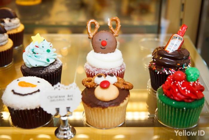 매년 새로운 디자인으로 출시되는 크리스마스 시즌 한정판 컵케익