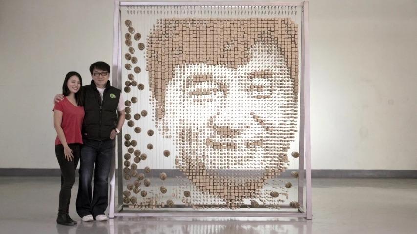 64,000개의 젓가락으로 만든 성룡(잭키찬/Jackie Chan)의 얼굴 초상화 - 중국의 아티스트 Red Hongyi의 설치 예술 작품.