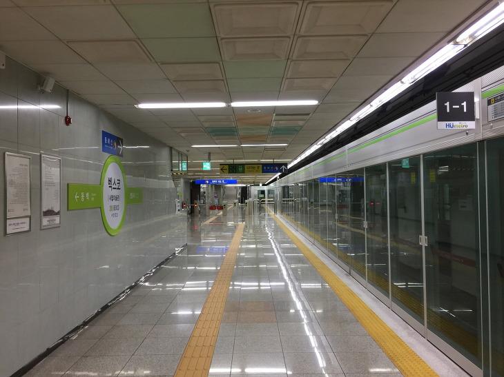 부산 지하철 2호선 벡스코역 승강장