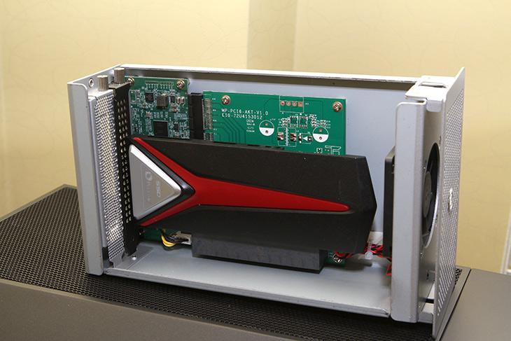 AkitiO Thunder3 PCIe Box ,썬더볼트3, 속도, 테스트,IT,IT 제품리뷰,제가 쓰는 메인보드가 썬더볼트3를 지원합니다. 그래서 연결을 해 봤습니다. AkitiO Thunder3 PCIe Box 썬더볼트3 속도 테스트를 해 봤는데요. 막상 이런 장치를 써보니 알게 되는 새로운 사실들이 많이 생기네요. 케이블에 대한 이해도 생기구요. AkitiO Thunder3 PCIe Box는 선더볼트3로 연결할 수 있는 PCIe 형태의 제품 입니다. 그리고 여기에서 하나 더 사용해 봤는데요. 썬더볼트 스토리지도 사용을 해 봤습니다. 근데 속도를 정말 많이 끌어올릴려면 좀 노력이 필요합니다.