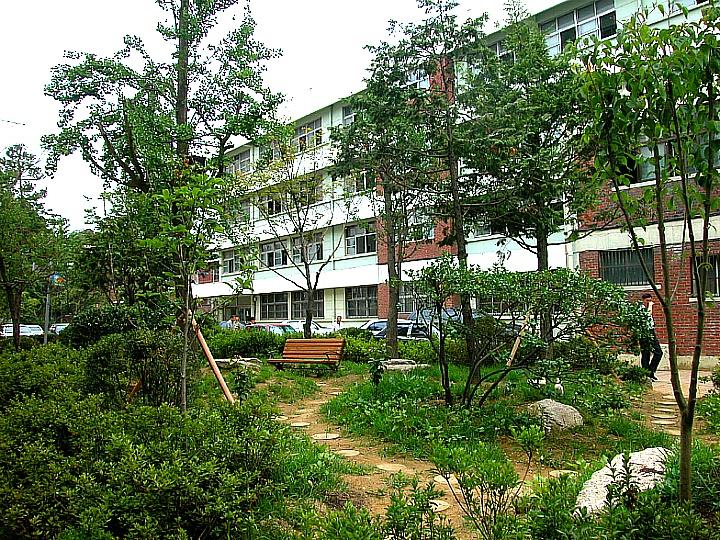 신암중학교 중정원