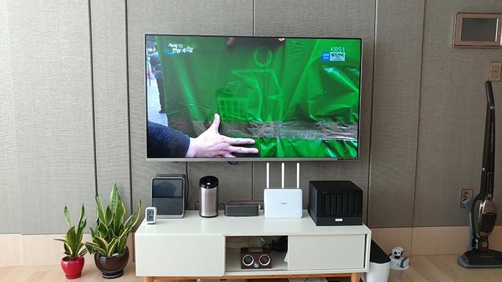 스마트씽큐 ,TV사운드, 멋지게 ,가전제품, 하나로, 통합,IT,IT 제품리뷰,거실에 있는 TV 사운드를 업그레이드해 봤습니다.. 블루투스 스피커를 연결했는데요. 스마트씽큐를 사용해서 TV사운드 올리고 가전기기들을 하나로 통합하는 방법을 설명해보려고 합니다. 그전에도 글을 여러가지 작성했었는데요. 이번에는 총정리 하는 느낌으로 시작해보려고 합니다. 스마트씽큐는 이미 사용중인 가전기기들 그리고 사물과 스마트폰을 연결하는 기능을 가지고 있는데요.