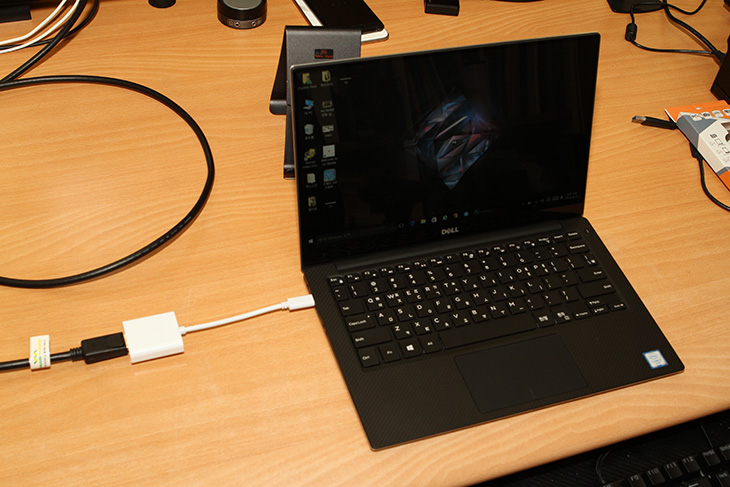 USB C to DP ,컨버터, New XPS 13, 모니터 확장,IT,IT 제품리뷰,썬더볼트3는 상당히 유용한데요. Type-C 형태로 통합이 되면서 편해졌습니다. USB C to DP 컨버터를 이용해서 New XPS 13 모니터 확장을 해보려고 하는데요. 이 단자를 통해서 저장장치도 연결할 수 있고 모니터도 확장할 수 있습니다. 물론 대여폭이 큰 단자이므로 더 많은 장치를 동시에 연결할 수 도 있죠. USB C to DP 컨버터는 비교적 저렴하고 간단한 형태로 되어있어서 사용도 편리한데요. 제가 사용하는 모니터에 HDMI는 쓰고 있어서 DP포트를 이용할 목적으로 써 봤습니다.