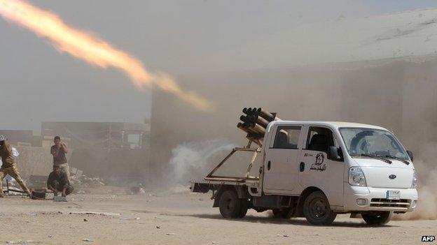 중동의 전장을 휘젓고 다니는 국산 1톤트럭의 위용9