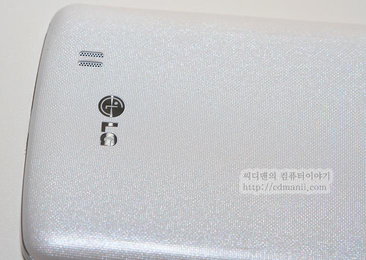 베가 시크릿 업, LG G Pro 2, 비교, 디자인홈, 화면사이즈, 스마트폰 비교, 멀티태스킹, IT, 모바일, 스마트폰,베가 시크릿 업 LG G Pro 2 비교를 해보려고 합니다. 알려진 장점들과 단점들에 대해서도 살펴보려고 합니다. 어떻게 보면 각 스마트폰의 각각의 특색을 설명하는 글이 될텐데요. 이런 기능들도 있어서 이 스마트폰이 더 특별하다 그렇게 보시면 될듯 합니다. 베가 시크릿 업 LG G Pro 2 비교에서 성능 부분은 벤치마크 등으로 비교가 되긴 하겠지만 그보다는 얼마나 최적화가 되어있느냐, 그리고 어떤 특별한 기능을 넣었느냐가 좀 더 중요합니다. 이유라면 이제는 스마트폰이 성능 평준화가 되어가고 있는 중이고 체감성능을 느끼려면 1.5배 이상 차이가 나야하는데 그렇게 차이가 나는 스마트폰이 없기 때문이죠. 예를 들면 방수기능이나, 사운드를 좀 더 특별하게 한 기능, 카메라에서의 기능이 발전했거나 또는 사용편의 성을 주기 위한 특별한 기능이 있는지 이게 좀 더 중요하다는 것이죠. 그리고 성능부분은 벤치마크시 클린 상태에서 테스트를 하는게 보통이므로 실제로 실생활에서 사용시 반응 속도 등은 메모리가 많이 사용된 상태에서의 테스트가 아니므로 차이는 생길 수 밖에 없습니다. 이점 참고하고 봐주세요.