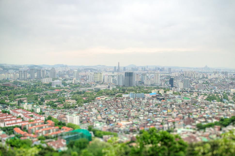 남산에서 내려다본 서울시내 풍경.-ts렌즈로 촬영하여 장난감처럼 올망졸망한 모습들이다.
