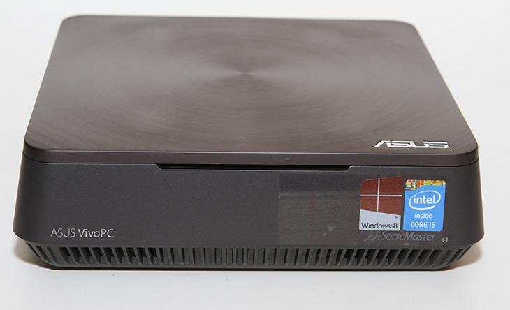 ASUS VM62N, 미니PC, 개봉기 ,깔끔함 디자인, 손쉬운 업그레이드,IT,IT 제품리뷰,ASUS ,VM62N,ASUS VM62N 외형,ASUS VM62N 디자인,ASUS VM62N SSD, ASUS VM62N 미니PC 개봉기를 시작으로 제품에 대한 자세한 후기를 올릴텐데요. 깔끔함 디자인 손쉬운 업그레이드 괜찮은 성능을 가진 미니 피씨로 이 제품을 소개할 수 있습니다. i5-4210U 프로세서를 넣었고 로컬 메모르는 4GB를 넣었습니다. 그래픽은 820M을 넣어서 ASUS VM62N 미니PC는 작지만 꽤 좋은 성능을 내는 제품인데요. 디자인도 상당히 깔끔합니다. 위에서 보면 정사각형 모양으로 된 상단에 메탈 디자인의 커버와 세련된 디자인을 가진 제품으로, 인터페이스를 모두 후면으로 위치해서 ASUS VM62N 미니PC는 거실에서 놓고 사용하기에도 너무 잘 어울리는 제품 입니다. VESA 마운트 홀에 고정할 수 있는 킷을 제공해서 모니터 뒤에 숨겨서 고정할 수 도 있습니다. 처음 개봉해보고 분해를 하는데 좀 특이했던 점은 분해를 통해서 저장장치를 아주 간단하게 확장이 가능했다는 점 입니다. 2.5형 저장장치를 2개를 사용할수 있습니다. 물론 기본적으로는 샌디스크 SSD 128GB가 장착되어있어서 1개의 2.5형 저장장치를 추가로 확장이 가능 합니다. 2.5형 하드디스크도 3TB까지 나와있으므로 대용량의 저장장치로 확장이 가능하죠. 램도 좀 더 쉽게 확장이 가능하게 되어있었습니다.