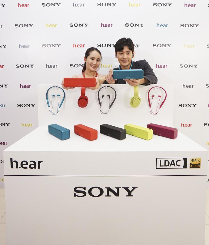 모델들과 함께한 소니 h.ear 시리즈