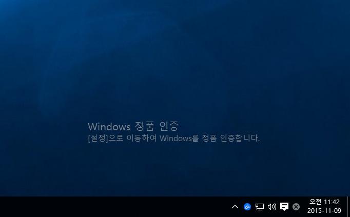 윈도우10 정품인증 ,오류코드 ,0x004e016, 해결, 방법,IT,윈도우OS,윈도우,윈도우 운영체제,윈도우10,windows10,windows 10,정품인증,윈도우10 정품인증 오류코드 0x004e016 해결 방법에 대해서 소개하려고 합니다. 비교적 최근에 저는 시스템을 다시 맞췄습니다. 기존에 사용하던 SSD를 그대로 새 시스템에 장착했습니다. 즉 메인보드가 바뀐 것이죠. 윈도우7을 설치 후 윈도우10으로 업그레이드를 해 둔 상태였는데요. 윈도우10 정품인증이 풀려버렸습니다. 그래서 윈도우7 제품키를 입력 해서 정품인증을 시도 했습니다. 그런데 오류코드 0x004e016 가 뜨면서 인증이 안되더군요. 마이크로소프트에도 문의를 해 봤는데 이전 운영체제로 되돌린 뒤 정품인증 후 다시 윈도우10으로 업그레이드 하라는 답을 받았었습니다. 참 답답하더군요. 그러던 중 윈도우10 th2 10586로 업그레이드가 되었네요. 업그레이드를 하면 인터페이스가 약간 변경이 되는데요. 근데 더 중요한게 바뀌었습니다. 위에서 말한 오류코드 0x004e016 문제가 해결이 됩니다. 즉 이전 운영체제로 되돌리고 인증할 필요 없이 바로 윈도우10에서 인증이 됩니다. 이부분은 윈도우10 정품인증을 윈도우10 이전버전 깔고 인증 후 업그레이드 하고 그렇게 불편하게 쓰셨던 분들에게는 희소식이죠.