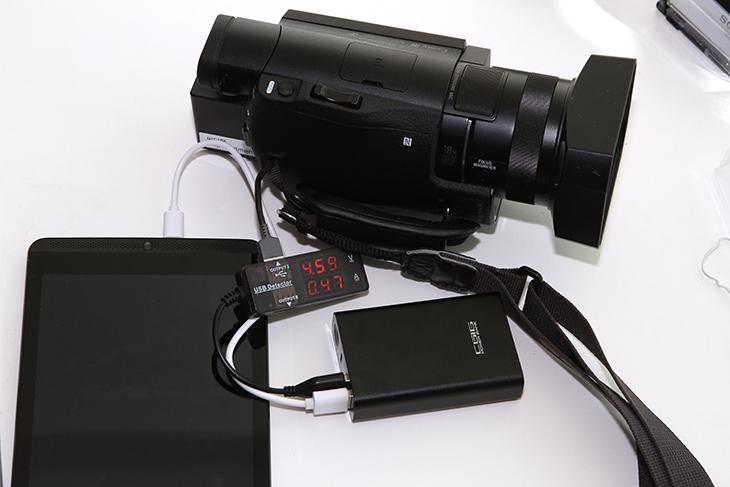 카노 Q5 파워뱅크 후기, 7800mAh 배터리팩, 테스트,IT,IT 제품리뷰, 후기,사용기,카노,카노 Q5,파워뱅크,카노 Q5 파워뱅크 후기를 올려봅니다. 7800mAh 배터리팩 테스트를 해보고 어느정도 성능이 되는지 디자인은 어떤지를 살펴보려고 합니다. 제품 디자인은 상당히 깔끔했습니다. 은색과 검은색 두가지 색상의 제품이 있습니다. 이번에 보일제품은 검은색 제품인데요. 카노 Q5 파워뱅크 후기를 적으면서 성능테스트를 여러가지를 해 봤습니다. 저에게는 전류와 전압값을 측정할 측정기가 있는데요. 이것으로 안정성을 테스트를 해 봤습니다. 배터리팩은 배터리셀이 좋아야합니다. 그래야 오래 쓸 수 있죠. 이 제품은 삼성SDI 정품셀을 사용합니다. 카노 Q5 파워뱅크 안정성은 확실히 좋을듯 합니다. 배터리팩은 사실 성능보다 더 중요한것은 안정성이니까요. 자동 전력을 차단하거나 충전이 다 된 상태에서는 과충전을 방지하는 기능도 필요한 기능입니다. 그럼 그런 조건들을 다 만족하는지 살펴보죠.