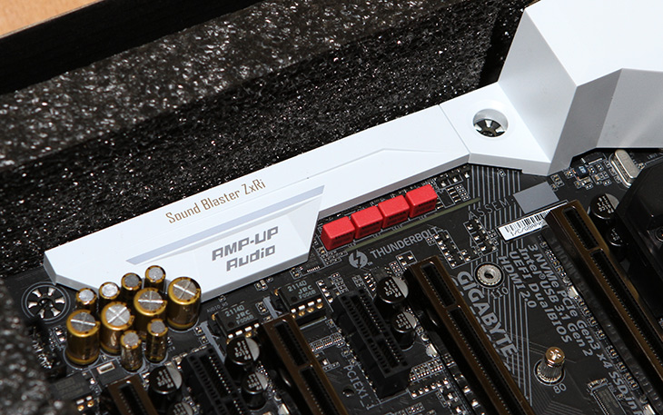 AORUS Z270X Gaming 9 ,기가바이트, 최상위, 메인보드 스펙,IT,IT 제품리뷰,실물을 정말 보고 싶었던 보드인데요. 드디어 직접 보는군요. AORUS Z270X Gaming 9 기가바이트 최상위 메인보드 스펙에 대해서 살펴보도록 하겠습니다. 2017년 메인보드는 RGB 입니다. 그전에도 화려한 컬러는 많이 사용되었지만 이제는 좀 더 체계적으로 사용되는데요. AORUS Z270X Gaming 9 기가바이트 메인보드도 그렇습니다. LED바를 이용해서 튜닝을 사용자가 직접 할 수 있는데 그것을 메인보드를 통해서 제어할 수 있습니다.