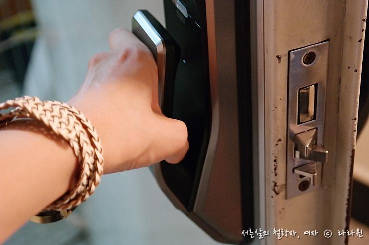 도어락, 디지털도어락, 도어락 추천, 도어락 설치비용, 삼성 도어락, 삼성 도어록, 도어록, 삼성 스마트 도어락, shs-p710, 삼성 디지털 도어락, 푸쉬풀 도어락, 삼성 도어락 AS, 카드키 도어락, 번호키, 카드키, 전자키, 삼성 푸시풀 도어록, 삼성 push pull 도어록, 삼성 스마트 도어록, 혼자사는 여자 도어락, 혼자사는 여자 도어록, 혼자사는 여자 번호키