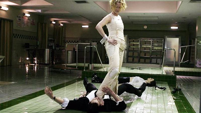 사진: 틸타 윈스튼은 천사 가브리엘로 출연해서 나쁜 천사 역을 했다