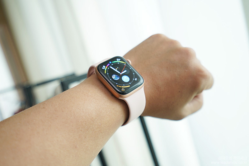 apple watch series4 착용 모습